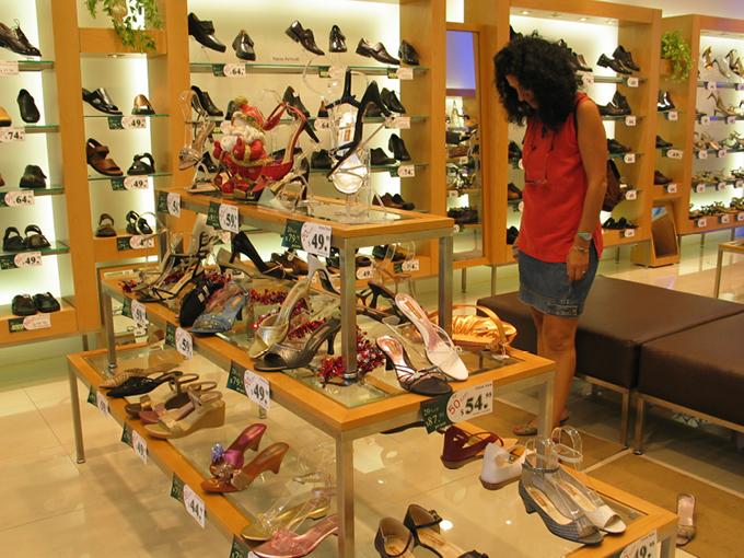 L & J Shoe Gallery | Garden City